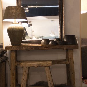 Unieke wandtafel-sidetabe-rijstpot met kap-stenen potjes-unieke kruk
