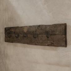 Kapstok op oude plank 5-haaks