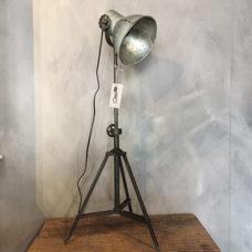 Industriële driepoot tafellamp