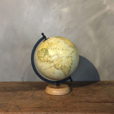 Wereldbol Lichtblauw 20x22x29cm